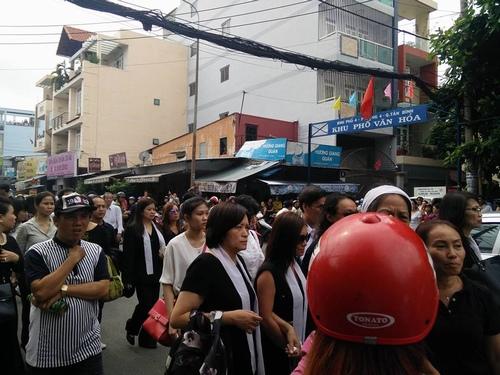 Hàng nghìn người xuống đường tiễn biệt Minh Thuận - 5