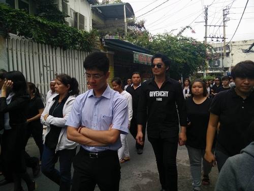 Hàng nghìn người xuống đường tiễn biệt Minh Thuận - 2