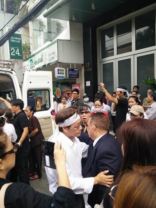 Hàng nghìn người xuống đường tiễn biệt Minh Thuận - 6