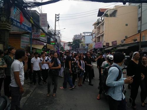 Hàng nghìn người xuống đường tiễn biệt Minh Thuận - 7