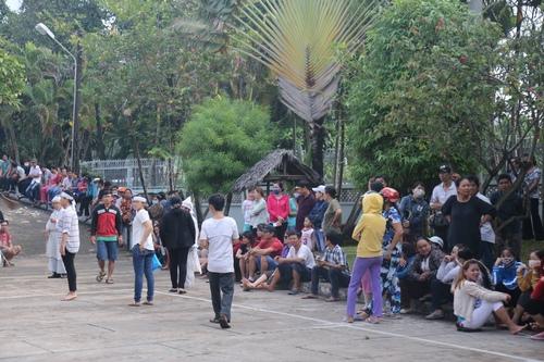 Hàng nghìn người xuống đường tiễn biệt Minh Thuận - 12