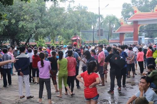 Hàng nghìn người xuống đường tiễn biệt Minh Thuận - 13