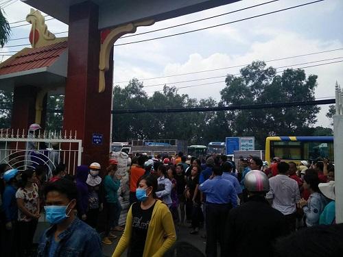 Hàng nghìn người xuống đường tiễn biệt Minh Thuận - 14
