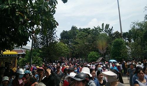 Hàng nghìn người xuống đường tiễn biệt Minh Thuận - 15