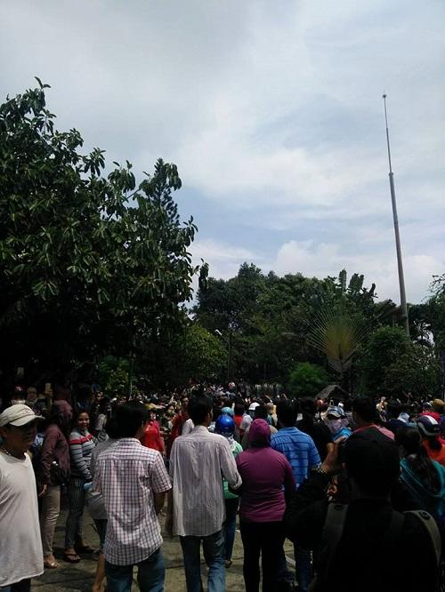 Hàng nghìn người xuống đường tiễn biệt Minh Thuận - 17