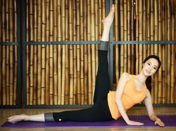 """Hình thể tuyệt vời của mỹ nữ Hàn thích """"nude"""" khi tập - 4"""
