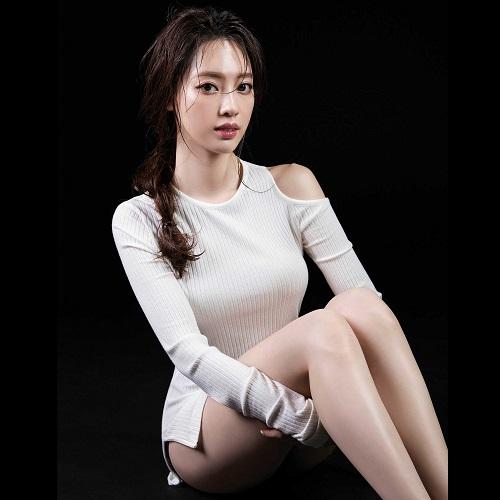 """Hình thể tuyệt vời của mỹ nữ Hàn thích """"nude"""" khi tập - 12"""