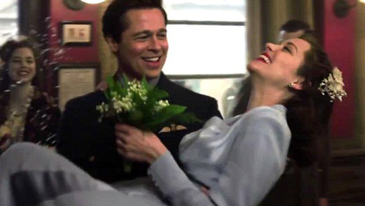 """Video: Cảnh hôn say đắm của Brad Pitt và """"tình mới"""" - 4"""