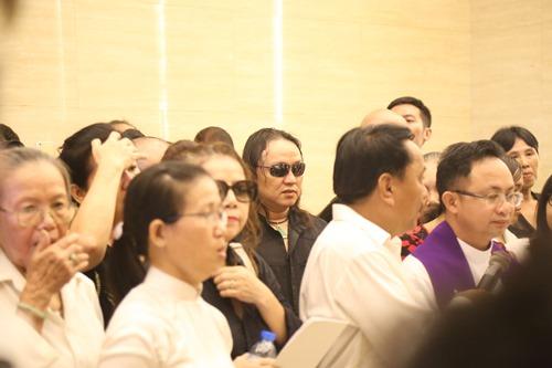Nghẹn ngào giây phút trước khi hỏa táng ca sĩ Minh Thuận - 5