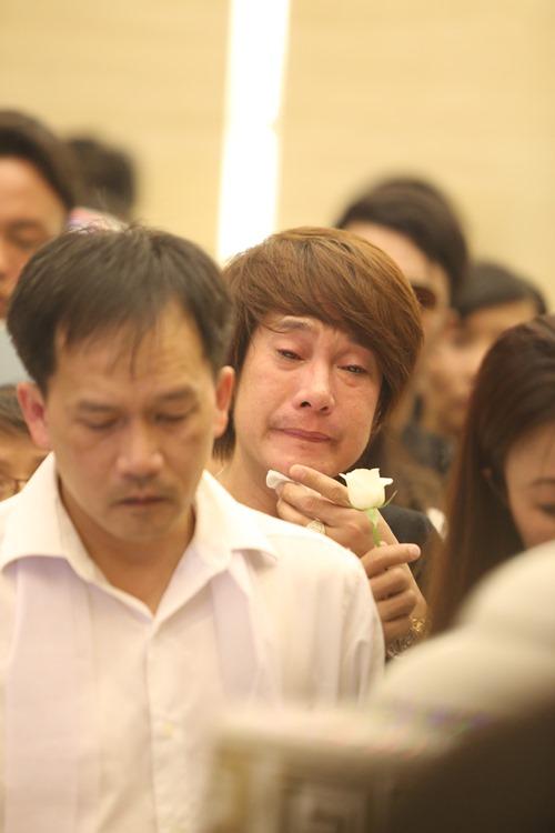 Nghẹn ngào giây phút trước khi hỏa táng ca sĩ Minh Thuận - 11
