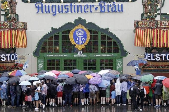Cận cảnh lễ hội bia hoành tráng nhất thế giới - 1