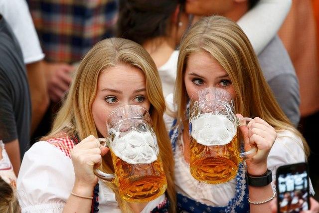 Cận cảnh lễ hội bia hoành tráng nhất thế giới - 7