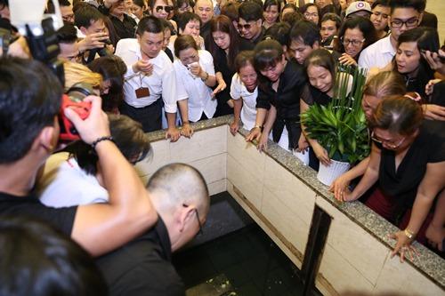 Nghẹn ngào giây phút trước khi hỏa táng ca sĩ Minh Thuận - 15