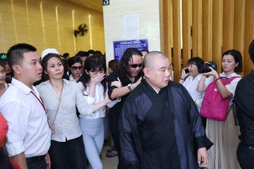 Nghẹn ngào giây phút trước khi hỏa táng ca sĩ Minh Thuận - 18