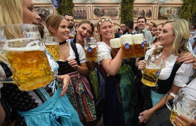 Cận cảnh lễ hội bia hoành tráng nhất thế giới - 12