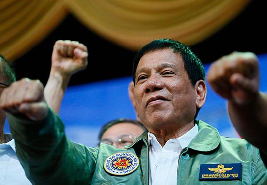 Tổng thống Philippines văng tục với EU - 1