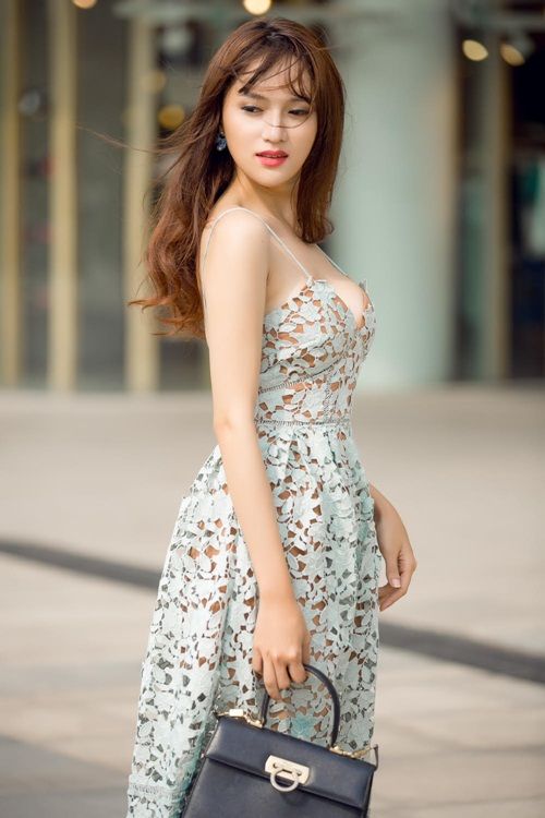 """Hương Giang Idol ngày càng """"nóng"""" với váy áo táo bạo - 1"""