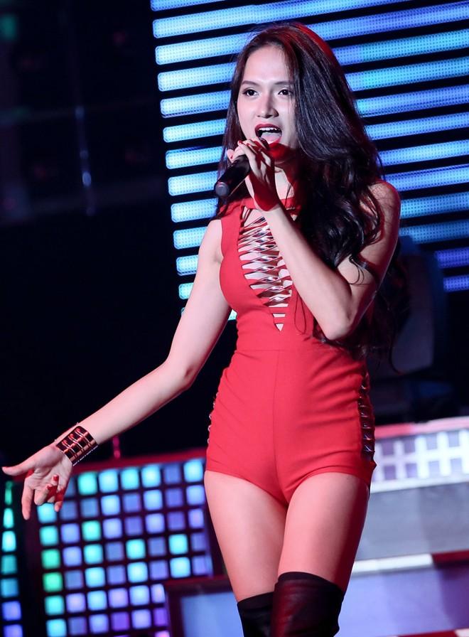 """Hương Giang Idol ngày càng """"nóng"""" với váy áo táo bạo - 5"""