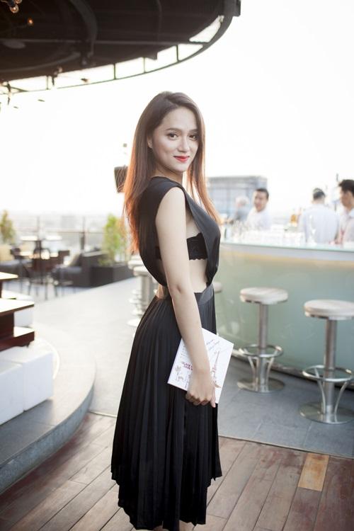 """Hương Giang Idol ngày càng """"nóng"""" với váy áo táo bạo - 2"""