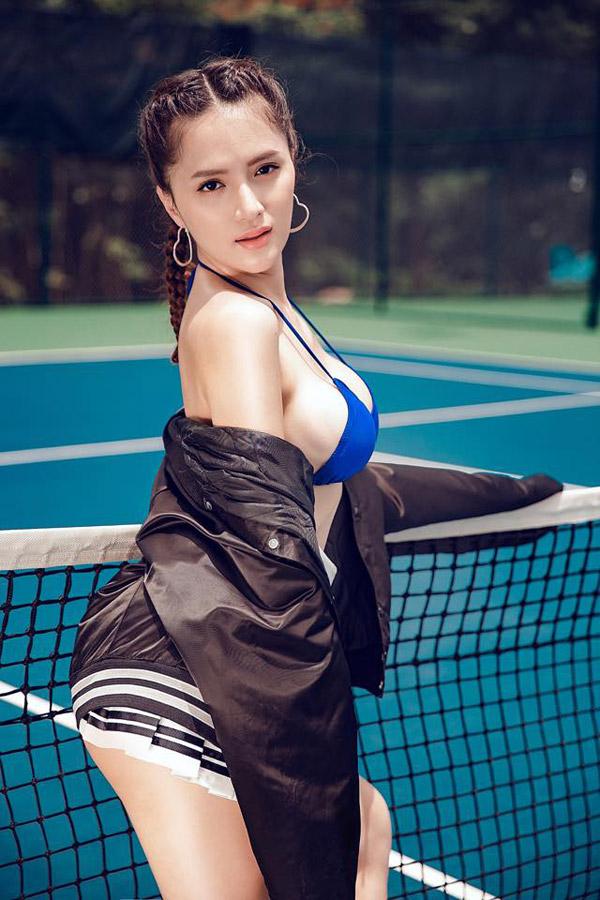 """Hương Giang Idol ngày càng """"nóng"""" với váy áo táo bạo - 8"""
