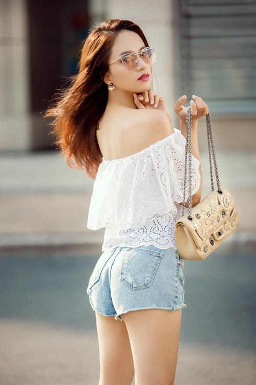 """Hương Giang Idol ngày càng """"nóng"""" với váy áo táo bạo - 15"""
