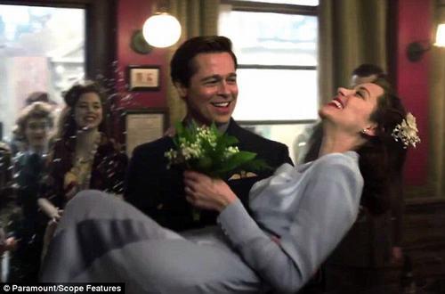 """""""Kẻ thứ 3"""" khiến Brad Pitt và Angelina Jolie tan vỡ là ai? - 3"""