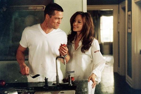 Video: Cận cảnh những pha tình tứ của cặp Jolie - Pitt - 1