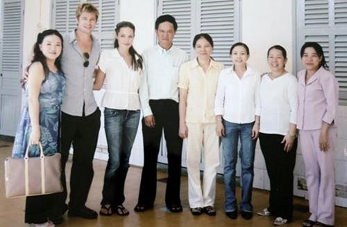 Những kỷ niệm đẹp của Jolie-Pitt trong 4 lần đến Việt Nam - 3