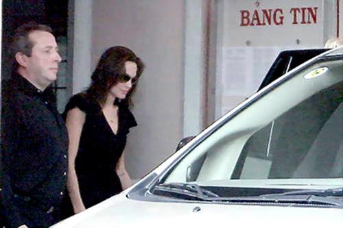 Những kỷ niệm đẹp của Jolie-Pitt trong 4 lần đến Việt Nam - 4