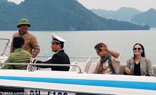 Những kỷ niệm đẹp của Jolie-Pitt trong 4 lần đến Việt Nam - 8
