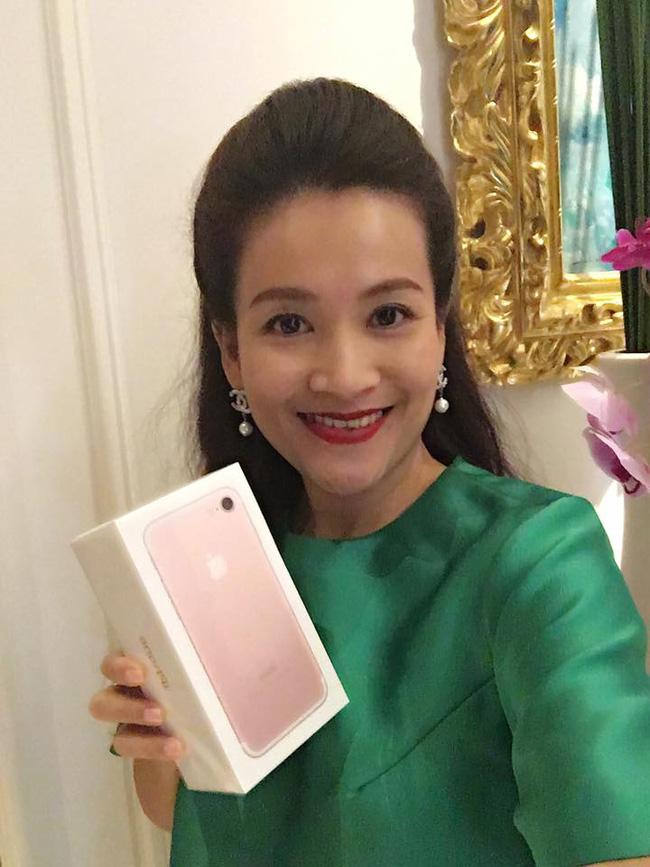 9 sao Việt sở hữu iPhone 7 đầu tiên - 2