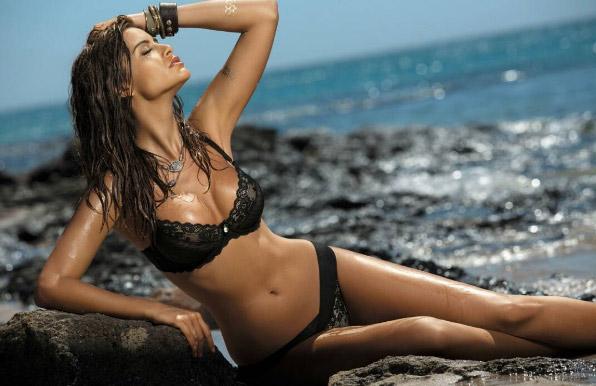 Người tình tin đồn mới của CR7 sexy không thua Irina Shayk - 17