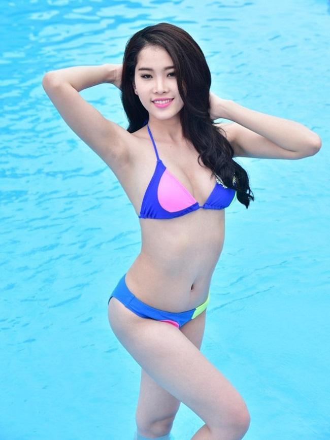 """Ảnh bikini """"hot"""" của 8 người đẹp từng thi Miss Earth - 1"""