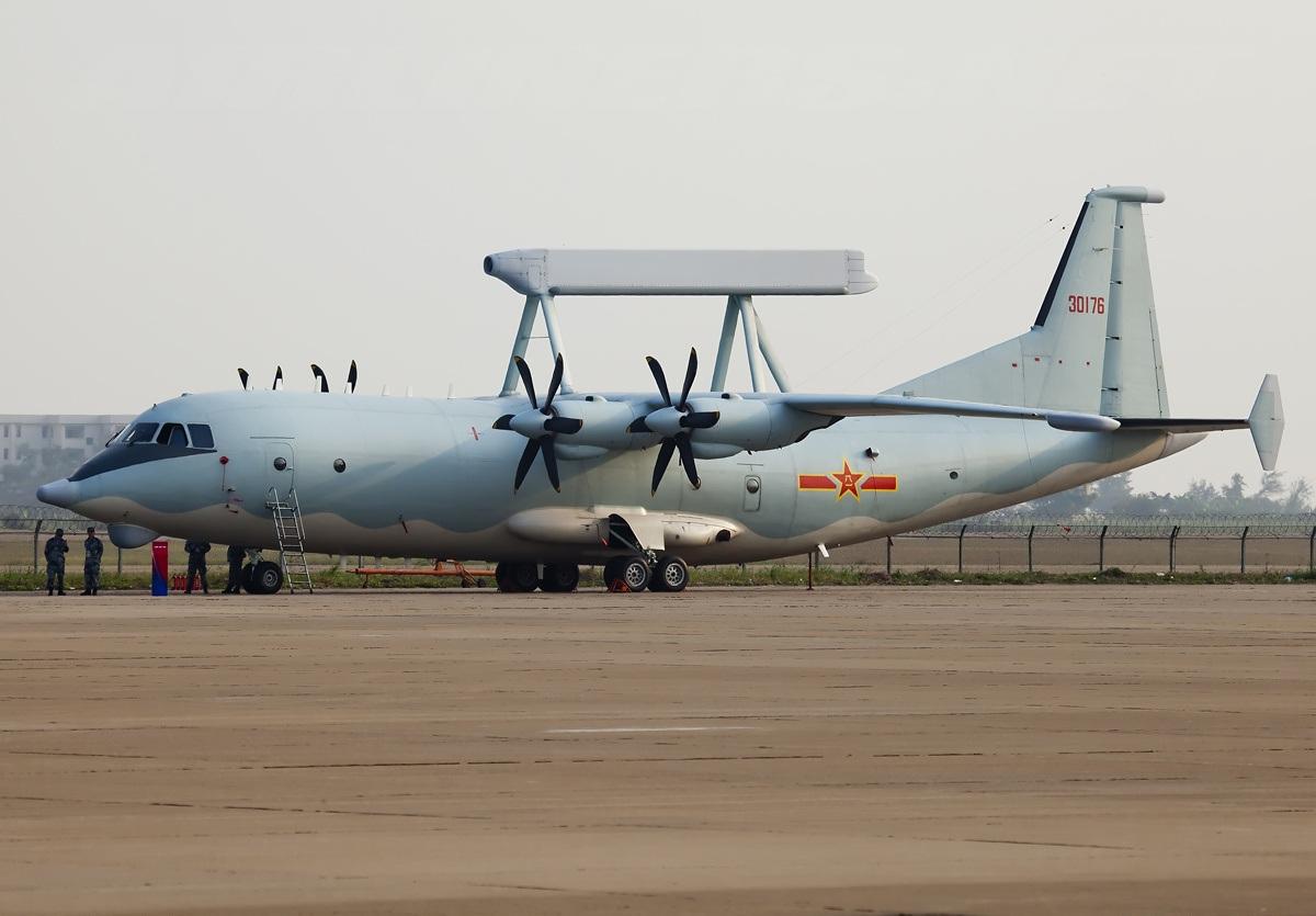 Bất ngờ với radar TQ soi máy bay tàng hình cách 100 km - 1
