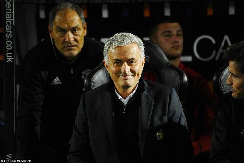 """MU: Mourinho mỉa mai anti-fan """"thông minh"""" như Einstein - 2"""
