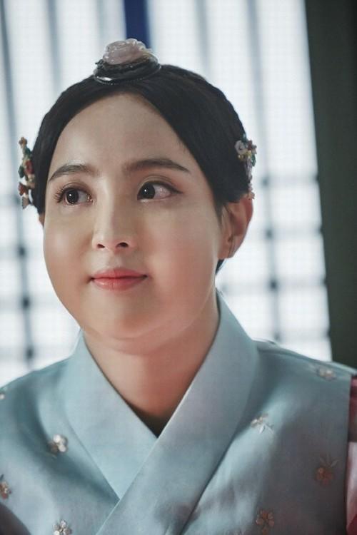 Màn hô biến mỹ nữ thành nàng béo mũm mĩm trong phim Hàn - 9