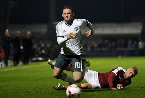 Fan MU chán nản vì Rooney, Mourinho vẫn cưng chiều - 1