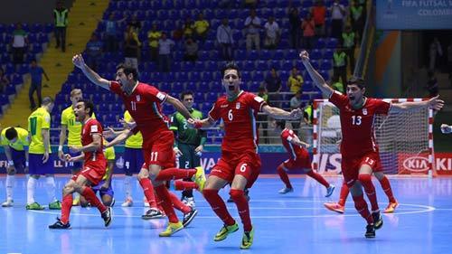 Falcao lập siêu phẩm, futsal Brazil vẫn bị loại sốc - 1