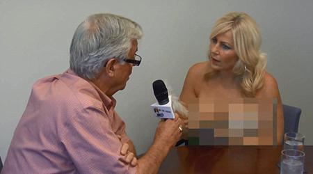 Đứng hình với 3 nữ MC hớ hênh trên sóng trực tiếp - 2
