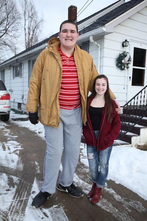 Chàng trai khổng lồ cao 2m3 vẫn không ngừng lớn - 6