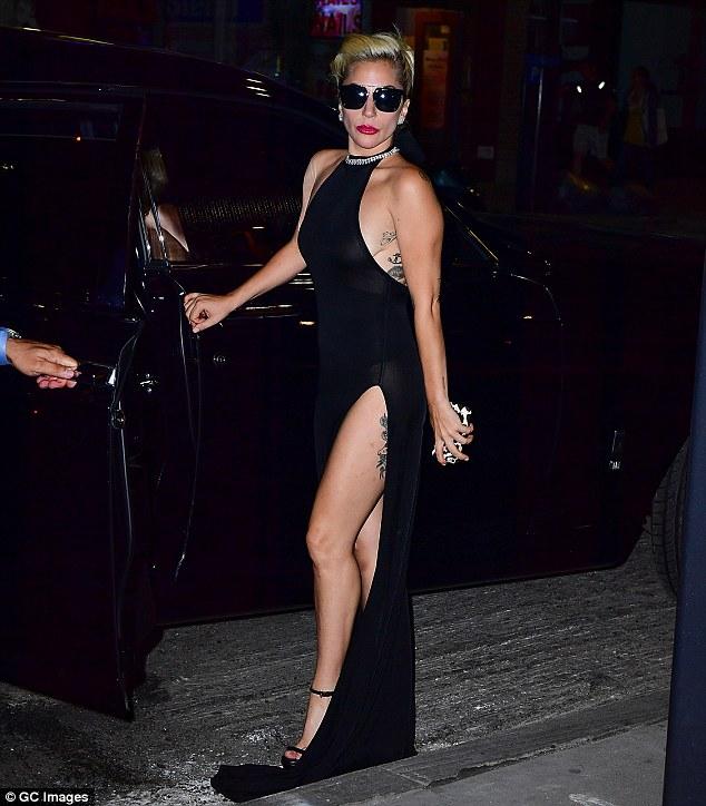 Nghẹt thở với kiểu áo quần 5cm của Lady Gaga - 7