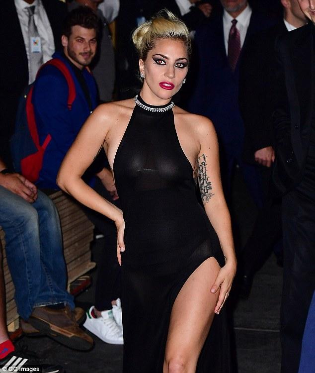 Nghẹt thở với kiểu áo quần 5cm của Lady Gaga - 8