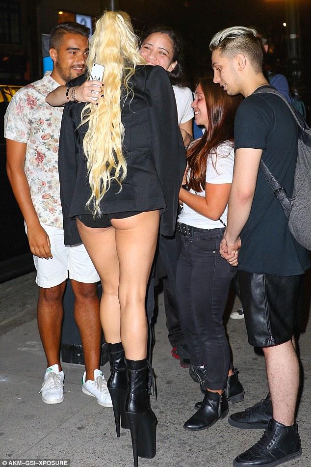 Nghẹt thở với kiểu áo quần 5cm của Lady Gaga - 9