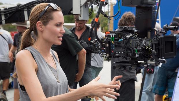 Những bộ phim giúp Jolie-Pitt quên nỗi buồn vụ ly hôn - 2