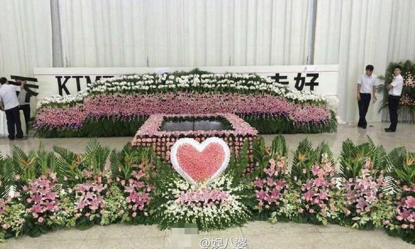 Nghìn fan bật khóc tại đám tang của bạn diễn Lưu Diệc Phi - 2