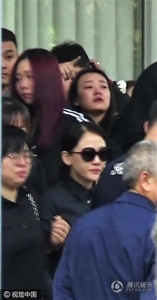 Nghìn fan bật khóc tại đám tang của bạn diễn Lưu Diệc Phi - 8