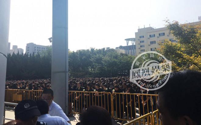 Nghìn fan bật khóc tại đám tang của bạn diễn Lưu Diệc Phi - 4