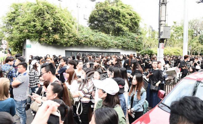 Nghìn fan bật khóc tại đám tang của bạn diễn Lưu Diệc Phi - 3