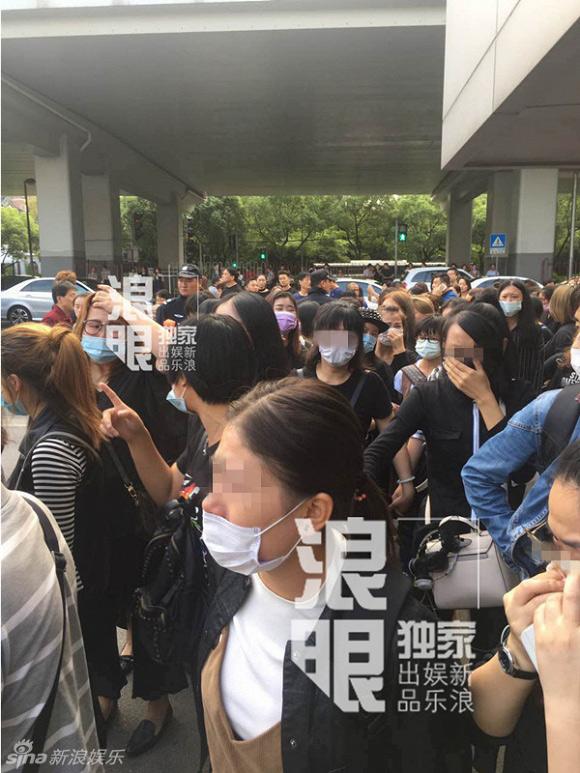 Nghìn fan bật khóc tại đám tang của bạn diễn Lưu Diệc Phi - 6