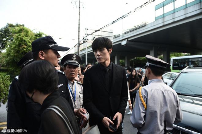Nghìn fan bật khóc tại đám tang của bạn diễn Lưu Diệc Phi - 9